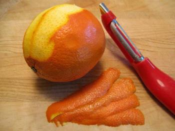 Preparing zest for marmalade